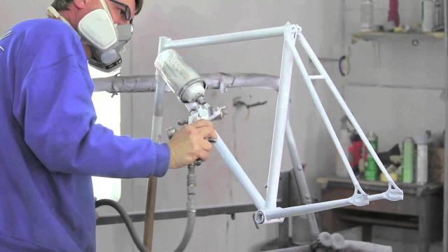 Repeindre son vélo comme un pro 5 étapes-Peinture cadre compresseur